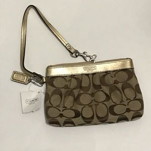Coach signature pleated wristlet khaki/ Bronze